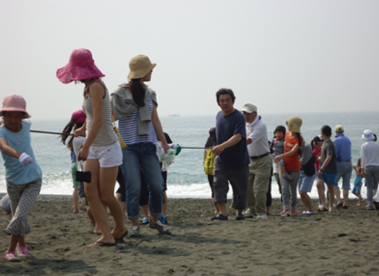 20110607いそっこ海の教室-地曳網03